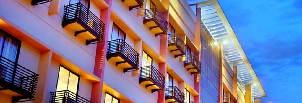 Aston Pontianak Hotel and Convention Center - Pontianak - Building