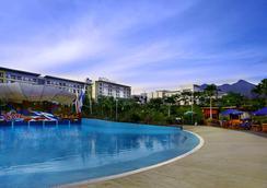 Aston Bogor Hotel and Resort - Bogor - Pool