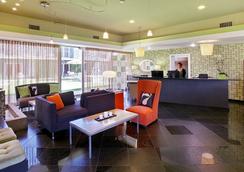 7 Springs Inn & Suites - Palm Springs - Lobby