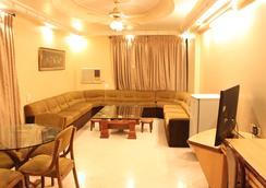 Hotel Royal Palace - Jalgaon - Living room