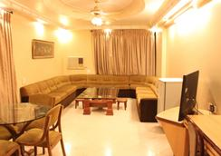 Hotel Royal Palace - Jalgaon - Living room