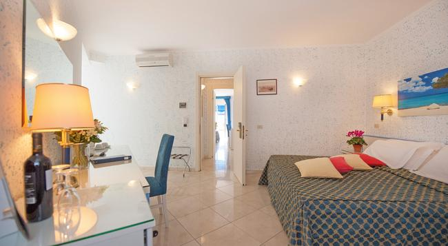 Hotel Weber Ambassador - Capri - Bedroom