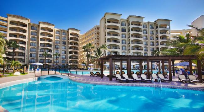 The Royal Caribbean - An All Suites Resort - Cancun - Building