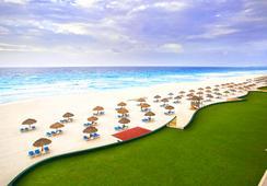 The Royal Caribbean - An All Suites Resort - Cancun - Beach