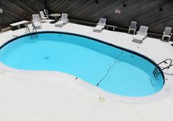 Blue Marlin Inn & Suites - Virginia Beach - Pool