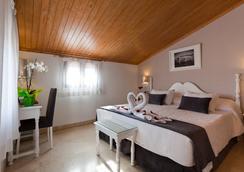 Hotel Carlos V - Toledo - Bedroom