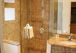 St. Moritz Lodge & Condominiums - Aspen - Bathroom