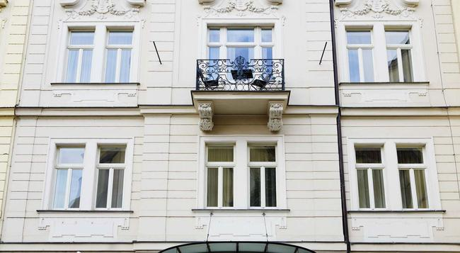 Hotel Maximilian - Prague - Outdoor view