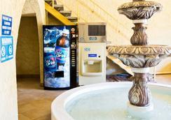 Motel 6 Phoenix - Scottsdale West, AZ - Phoenix - Lobby