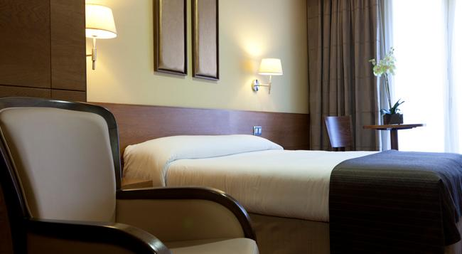Hotel Sterling - Madrid - Bedroom