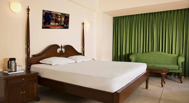 Alpana Hotel - Haridwar - Bedroom