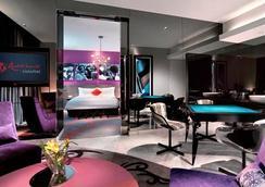 Resorts World Sentosa - Hard Rock Hotel - Singapore - Bedroom