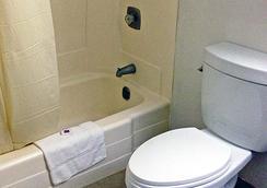 Motel 6 Albert Lea - Albert Lea - Bathroom