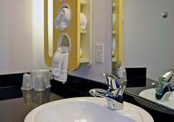 Motel 6 Salisbury - Salisbury - Bathroom