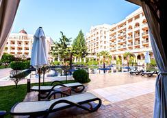 Primoretz Grand Hotel & Spa - Burgas - Pool