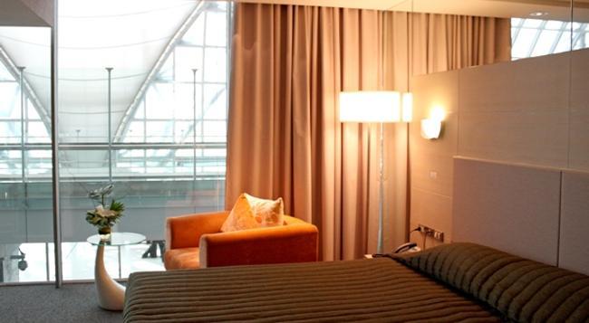 Louis' Tavern Transit Hotel Dayrooms Suvarnabhumi Airport (Miracle Transit Hotel) - Bangkok - Bedroom