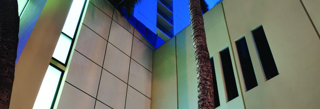 Hyatt Place Waikiki Beach - Honolulu - Building