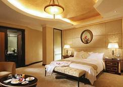 Hotel Golden Dragon - Macau - Bedroom