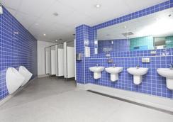 Wake Up! Sydney - Hostel - Sydney - Bathroom