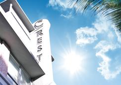 Crest Hotel Suites - Miami Beach - Building