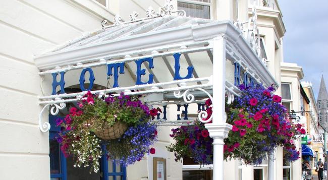 Foyles Hotel - Clifden - Building