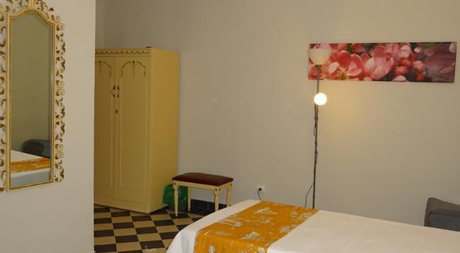 Hostal Ritzi - Palma de Mallorca - Bedroom