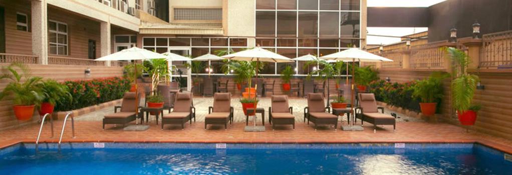 D Palms Airport Hotel - Lagos - Pool