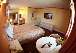Glen Capri Inn & Suites - Burbank Universal - Glendale - Bedroom