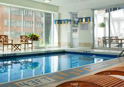 Vancouver Marriott Pinnacle Downtown Hotel - Vancouver - Pool