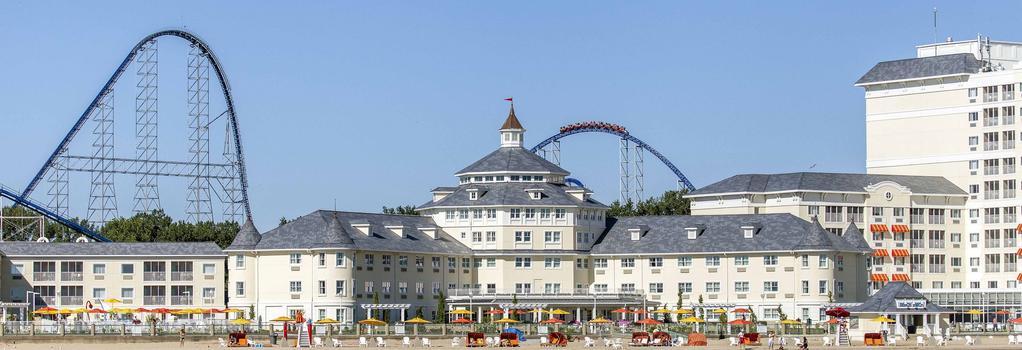 Cedar Point's Hotel Breakers - Sandusky - Building