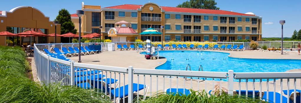 Cedar Point's Sandcastle Suites - Sandusky - Building