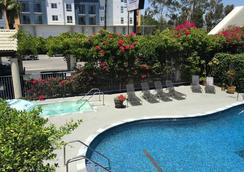 Mikado Hotel - North Hollywood - Pool