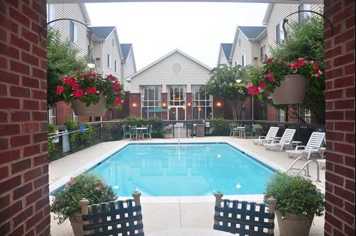 Homewood Suites by Hilton Charlotte Airport - Charlotte - Pool