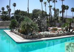 International Hotel and Suites - Palm Desert - Pool