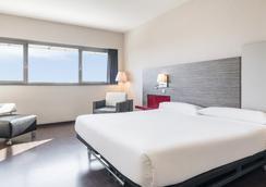 Hotel Ilunion Barcelona - Barcelona - Bedroom