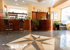 Hotel Ivonne Garnì - Rimini - Front desk