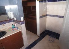 Hostal Los Juanes - Hostel - Armenia - Bathroom