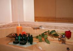 Richmond Hotel - Mamaia - Bathroom