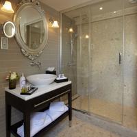 La Clef Louvre Paris Bathroom