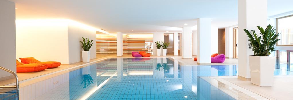 Hotel Valserhof - Valles - Pool