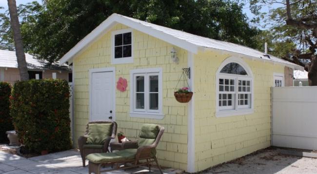 Tropical Cottages - Marathon - Building