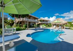 Sapphire Beach Resort - San Pedro Town - Outdoor view