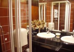 Hotel Peninsular - Caldelas - Bathroom