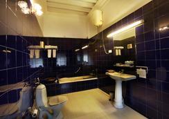 Jayamahal Palace Hotel - Bangalore - Bathroom