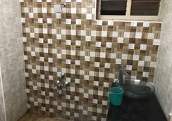 Raj Residency - Chennai - Bathroom