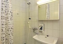 Forenom Hostel Oulu Rautatie - Oulu - Bathroom