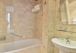 Hotel Renoir Saint Germain - Paris - Bathroom