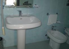 Hotel New Barcavela - Santa Margherita di Pula - Bathroom