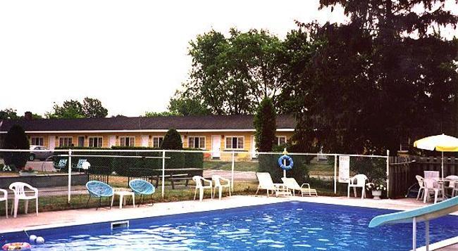 Gateway Motel - Gananoque - Pool