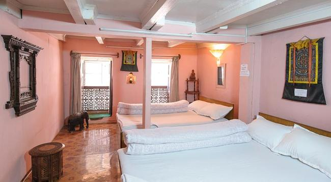 Nyatapola Guest House - Bhaktapur - Bedroom